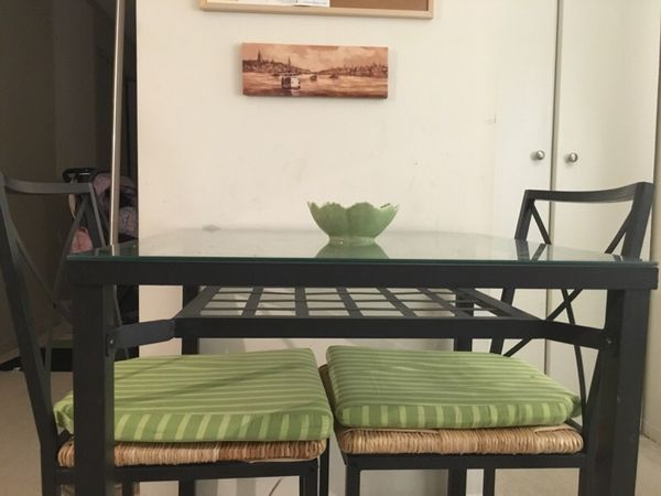 Dining table household in chicago il offerup for Table 52 chicago reviews