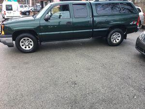 Like new 05 Chevy Silverado 4D 4WD 60k