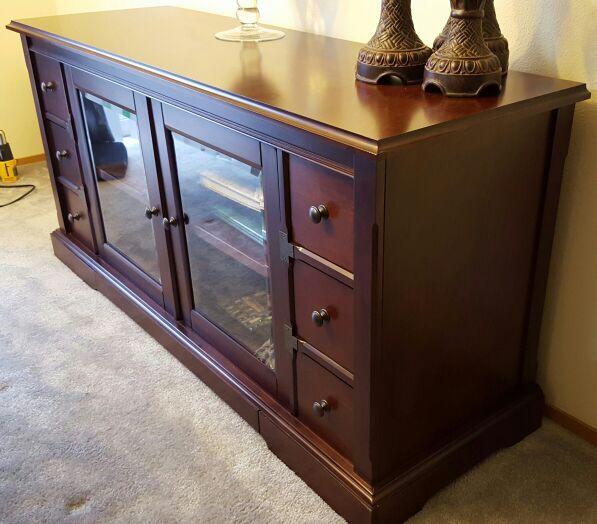 Tv stand furniture in auburn wa offerup for Furniture auburn wa
