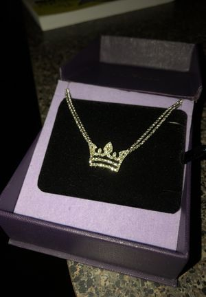 Beautiful crown necklace COMES W EARRINGS